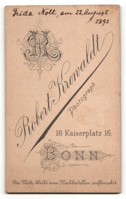 Fotografie Robert Krenvaldt, Bonn, Baby in langem Kleid 1