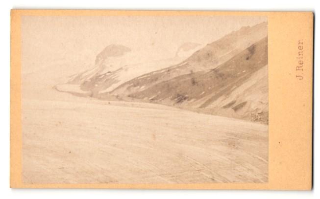 Fotografie J. Reiner, Klagenfurt, Ansicht Heiligenblut, Gebirgsidylle mit Gletscher