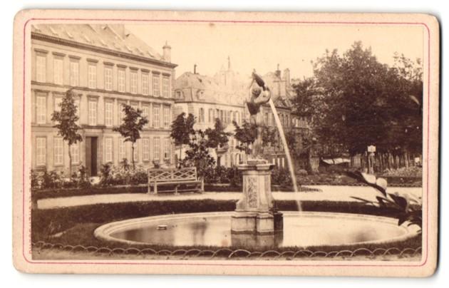 Fotografie Collet Freres, Metz, Ansicht Metz, Parkanlage mit Brunnen und Wasserspiel 0