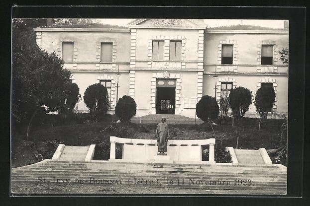 AK St-Jean-de-Bournay, Denkmal 1923 u. Gebäudeansicht 0