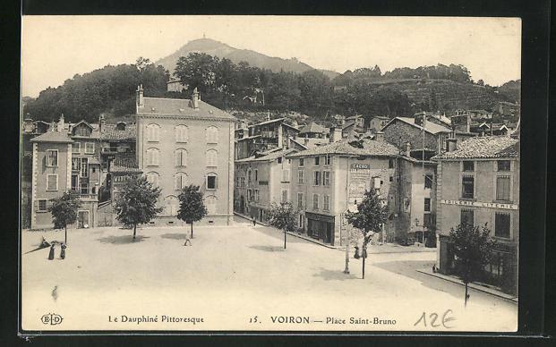 AK Voiron, Place Saint-Bruno 0