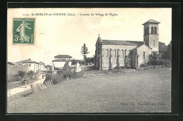 AK St-Sorlin-de-Vienne, L'entree du Village et l'Eglise 0