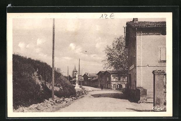 AK Chuzelles, Grande Rue et Monument 0