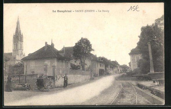 AK Saint-Joseph / Le Bourg, Strassenpartie mit Gebäudeansicht 0
