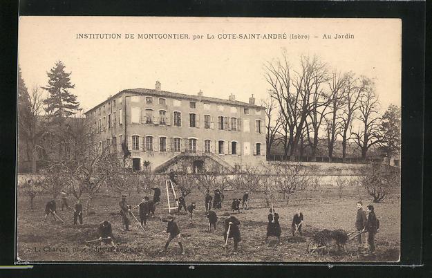 AK La Cote-Saint-Andre, Institution de Montgontier, Au Jardin 0
