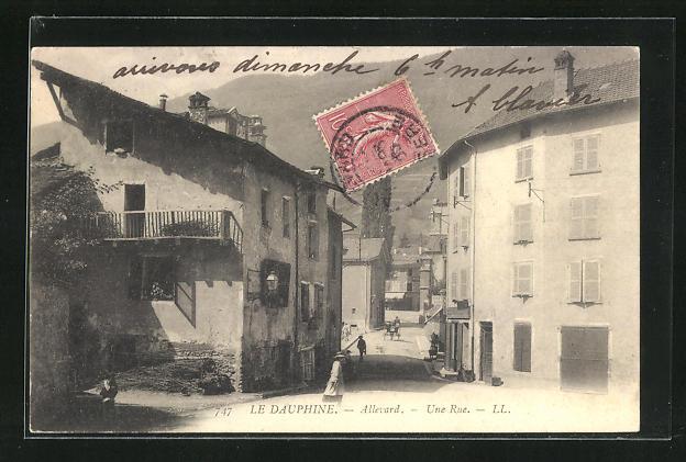 AK Le Dauphine-Allevard, Une Rue, Strassenpartie 0