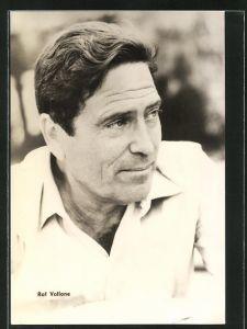 AK Schauspieler Raf Vallone im weissen Hemd