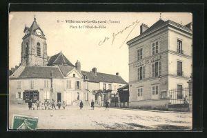 AK Villeneuve-la-Guyard, Place de l`Hotel-de-Ville