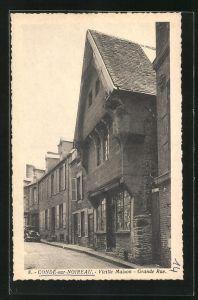 AK Conde-sur-Noireau, Vieille Maison, Grande Rue