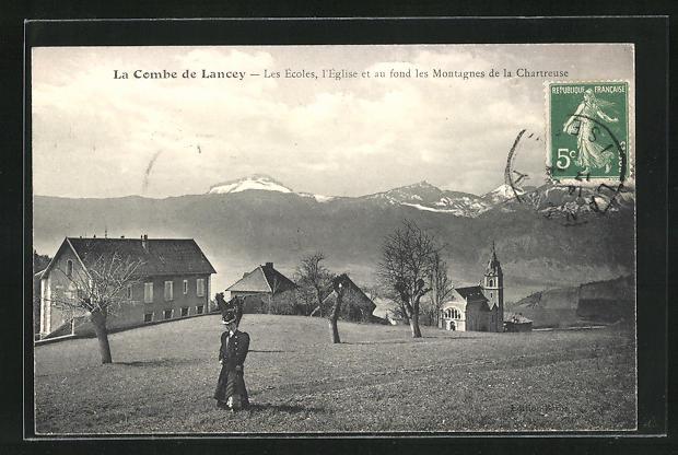 AK La Combe de Lancey, Les Ecoles, L`Eglise et auf fond les Montagnes de la Chartreuse