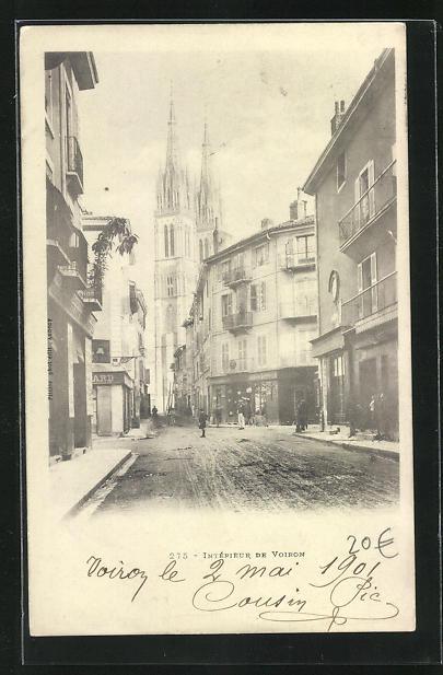 AK Voiron, Interieur de Voiron, Strassenpartie mit Blick zur Kathedrale