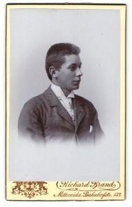 Fotografie Richard Brand, Mittweida, Profilportrait junger Herr mit Bürstenhaarschnitt