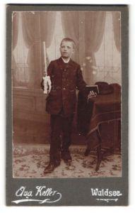 Fotografie Aug. Keller, Waldsee, Portrait blonder Bube mit Kerze und Buch zur Konfirmation