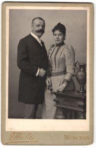 Fotografie Friedrich Müller, München, Portrait gutbürgerliches Paar in Abendgarderobe