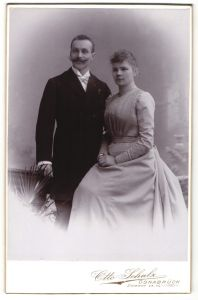 Fotografie Otto Schulz, Osnabrück, Portrait gutbürgerliches junges Paar in Abendgarderobe