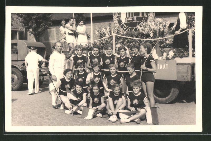 Fotografie DDR-Sportvereinigung Traktor, Sportlerinnen & Trainer - Gruppenbild