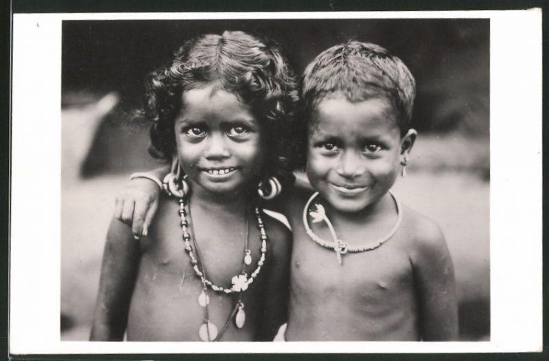Fotografie Südostasien, niedliche Eingeborene Kinder mit Schmuck