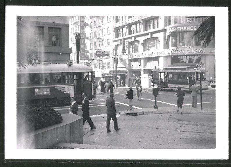 Fotografie John Wallace, San Francisco, Ansicht San Francisco, Strassenbahn - Cable Car & Municipial Railway at Powell St