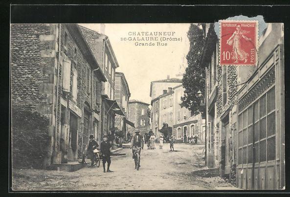 AK Chateauneuf-de-Galaure, F'Grande Rue, Hauptstrasse mit Cafe Graillat