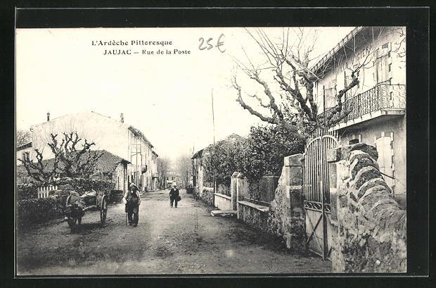 AK Jaujac, Rue de la Poste, Blick in die Strasse