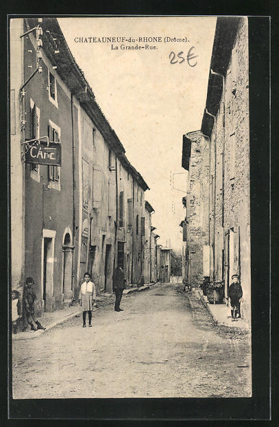 AK Chateauneuf-du-Rhone, La Grande-Rue, Blick in die Strasse