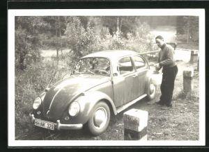 Foto-AK Besitzer wäscht seinen VW-Käfer
