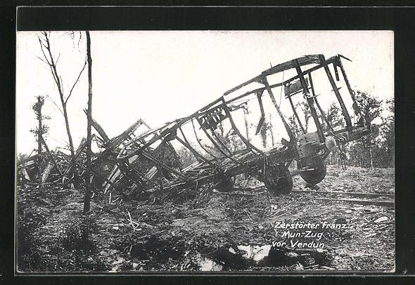 AK Verdun, zerstörter französischer Munitionszug, Eisenbahnkatastrophe mit Militärbahn
