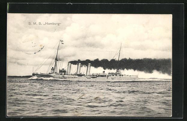AK Kriegsschiff S. M. S. Hamburg in voller Fahrt