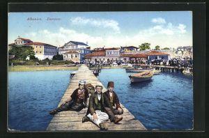 AK Durazzo, Steg und Boote im Hafen