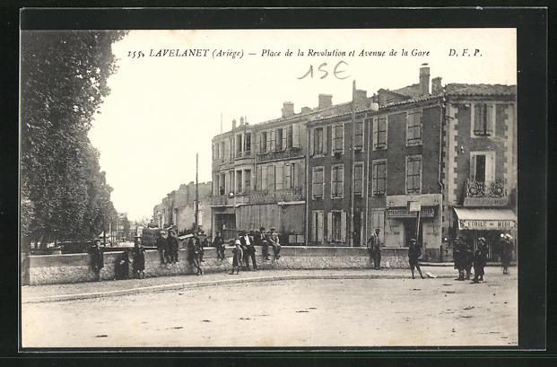 AK Lavelanet, Place de la Revolution et Avenue de la Gare