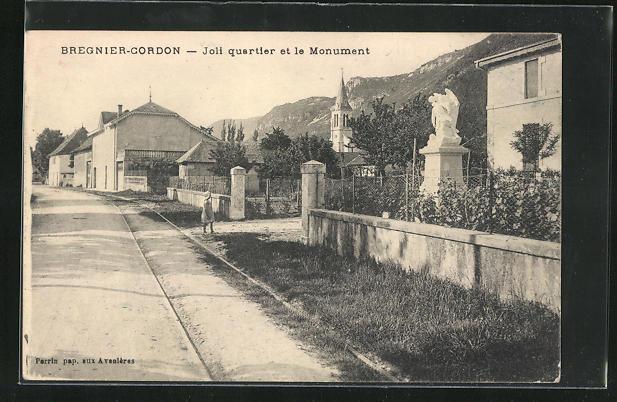 AK Bregnier-Cordon, Joli quartier et le Monument