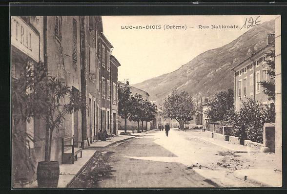 AK Luc-en-Diois, Vue dans la Rue Nationale