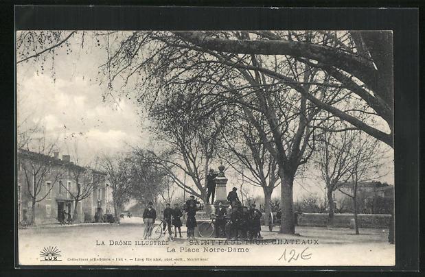 AK Saint-Paul-Trois-Chateaux, La Place Notre-Dame