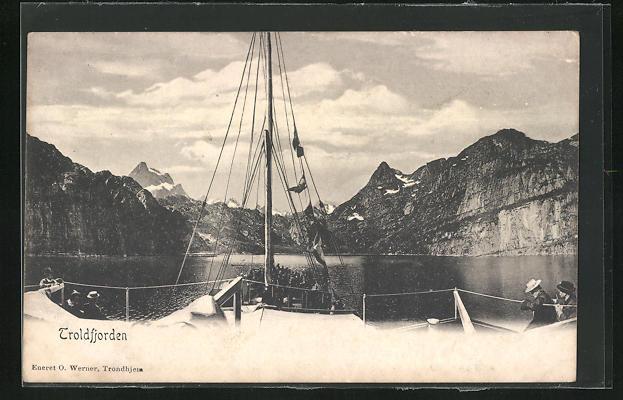 AK Troldfjorden, Blick vom Segelschiff ins Gebirge