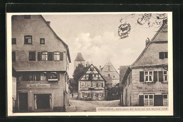 AK Dinkelsbühl, Strasse Weth-Gasse mit Blick auf den weissen Turm
