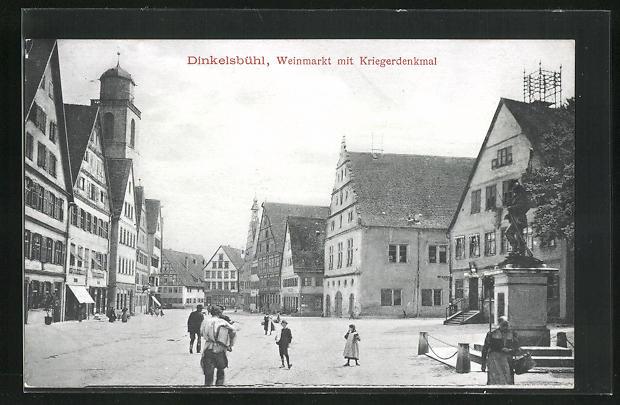 AK Dinkelsbühl, Weinmarkt mit Kriegerdenkmal