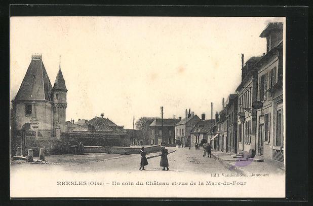AK Bresles, Un coin du Chateau et rue de la Mare-du-Four