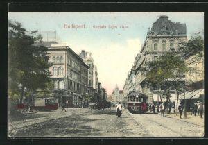AK Budapest, Kossuth Lajos utcza mit Strassenbahnen und Anwohnern
