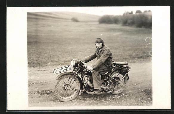Foto-AK Stolzer Fahrer auf seinem NSU-Motorrad