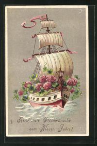 Präge-AK Segelboot mit blühendem Klee, Glückliches Neujahr