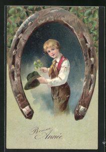 Präge-AK Junge mit Klee in der Hand wird von einem Hufeisen umrahmt, Neujahr, Bonne Année