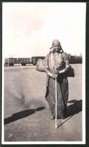 Fotografie British East Africa, Einheimische Afrikanerin mit viel Schmuck