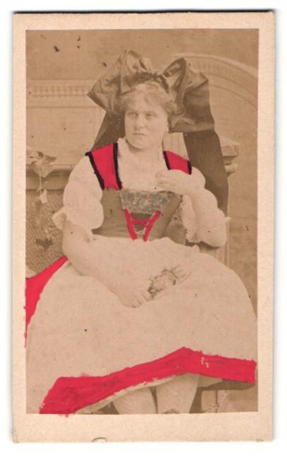 Fotografie Maid in Tracht aus Strassburg, handkoloriert