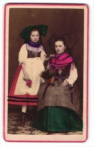 Fotografie zwei Mädchen aus Strassburg in Tracht, handkoloriert
