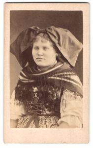 Fotografie Fräulein in Tracht aus Strassburg