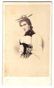Fotografie Darstellung Frau aus der Schweizer in Tracht mit Hut