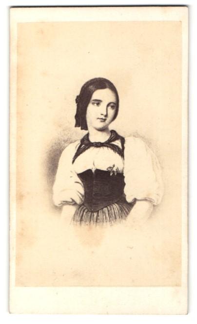 Fotografie Darstellung junge Schweizerin in Tracht