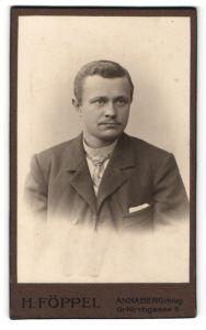 Fotografie H. Föppel, Annaberg i. E., Portrait junger hübscher Mann mit Krawatte