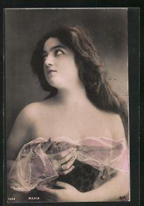 Foto-AK Atelier Reutlinger, Paris: junge Frau mit langem Haar und in schulterfreiem Kleid