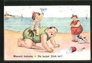 AK Kind reitet am Strand auf dem Rücken des Vaters, die Mutter schaut zu, Mensch Heirate, Du lachst Dich tot